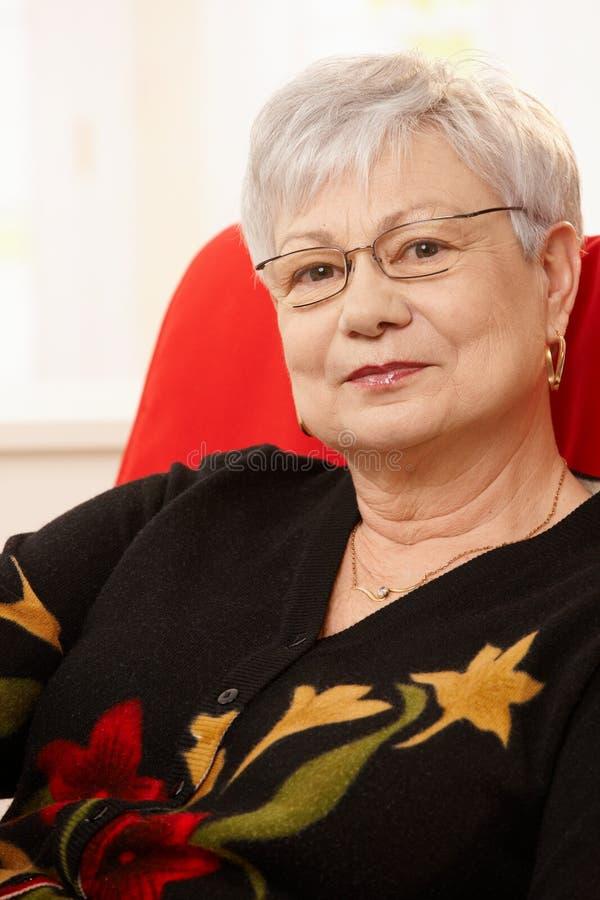Retrato da senhora idosa imagens de stock royalty free
