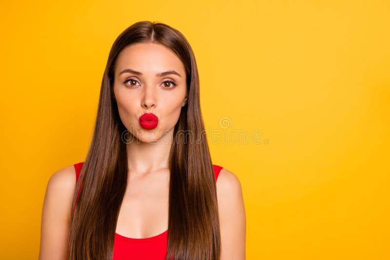 Retrato do close-up dela ela queolha a emissão reto-de cabelo fino doce encantador adorável bonita atrativa da senhora quente fotos de stock royalty free