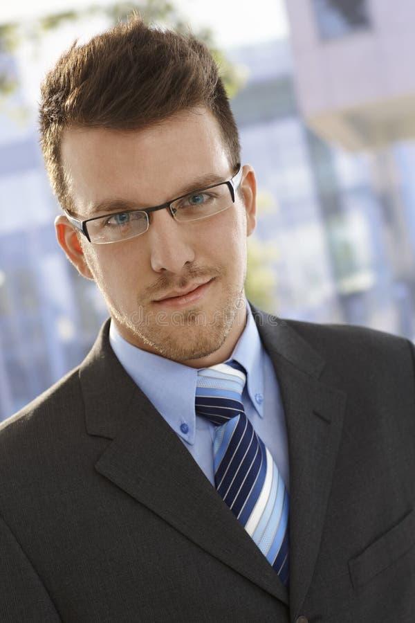 Retrato do close up do homem de negócios elegante imagem de stock