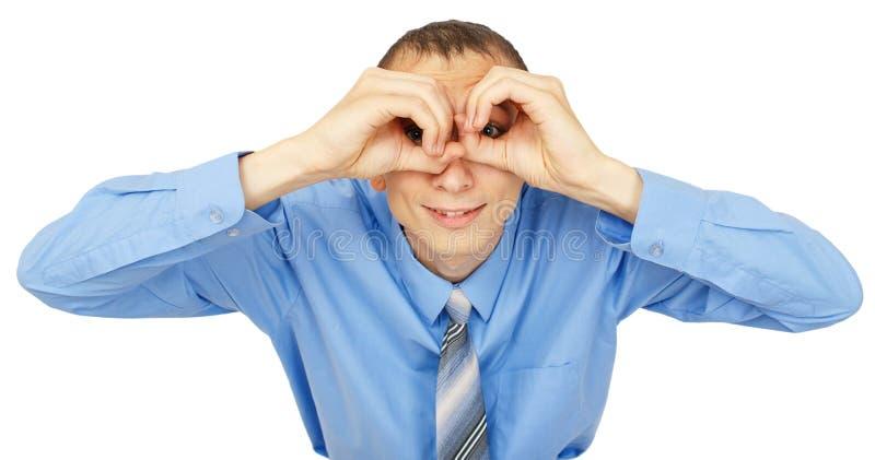 Retrato do close up do homem de negócios que olha à câmera com binocular foto de stock