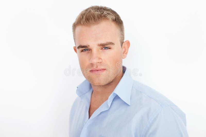 Retrato do close up do homem de negócios sério novo imagens de stock royalty free