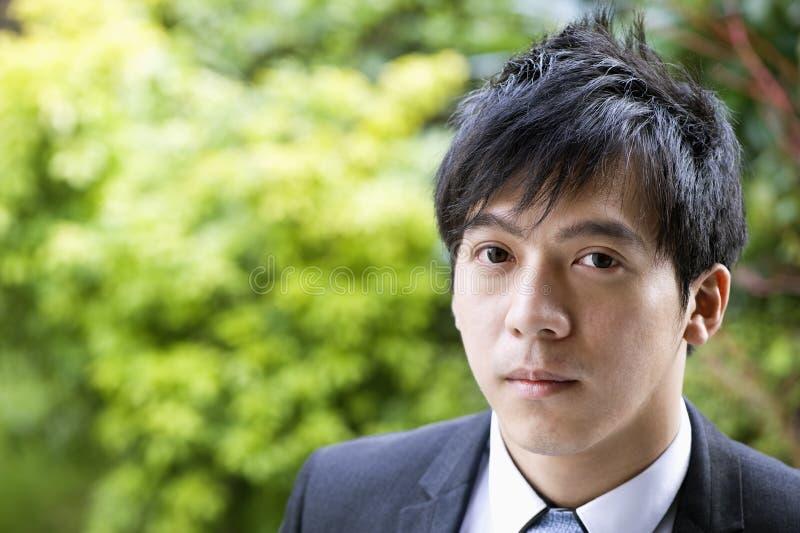 Retrato do close-up do homem de negócios seguro foto de stock royalty free