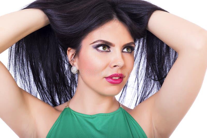 Retrato do close up do levantamento moreno bonito da mulher fotos de stock royalty free