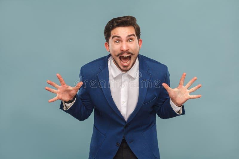 Retrato do close up do gerente forçado no grito do trabalho, rugido imagens de stock