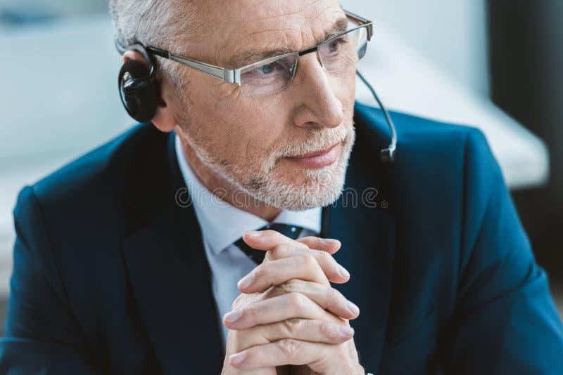 Retrato do close-up do homem de negócios superior fotos de stock royalty free