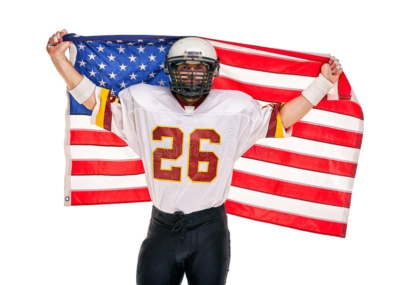 Retrato do close up do jogador de futebol americano Jogador de futebol americano com uma bandeira americana em suas mãos Conceito fotos de stock