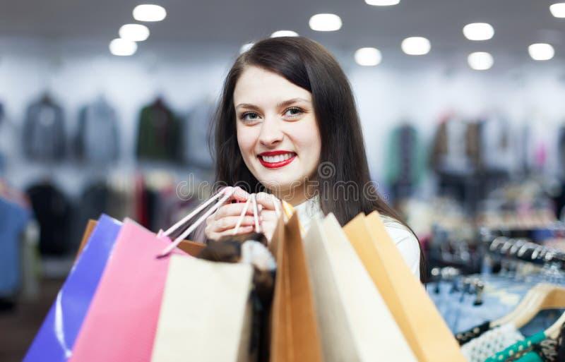 Retrato do comprador fêmea ordinário imagem de stock