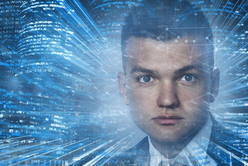 Retrato do contexto das tecnologias da conexão do homem novo com cabelo escuro Conceito alta tecnologia Espa?o tonificado da c?pi fotografia de stock royalty free