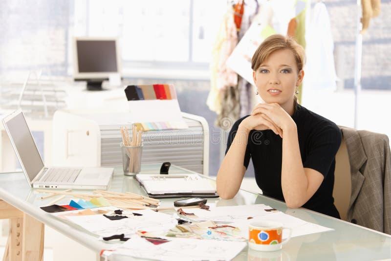 Retrato do desenhador de moda atrativo imagens de stock royalty free