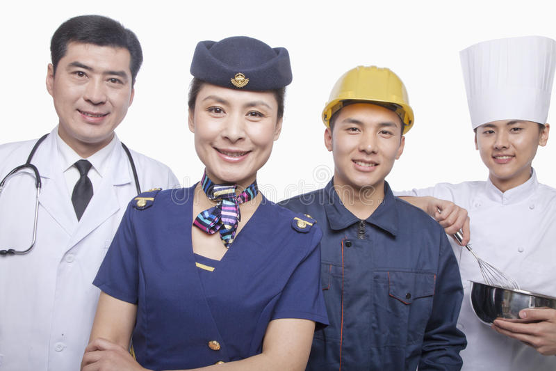Retrato do doutor, da comissária de bordo de ar, do trabalhador da construção, e do tiro felizes e sorrindo do estúdio do cozinhei foto de stock royalty free