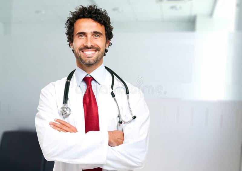 Retrato do doutor no hospital foto de stock royalty free