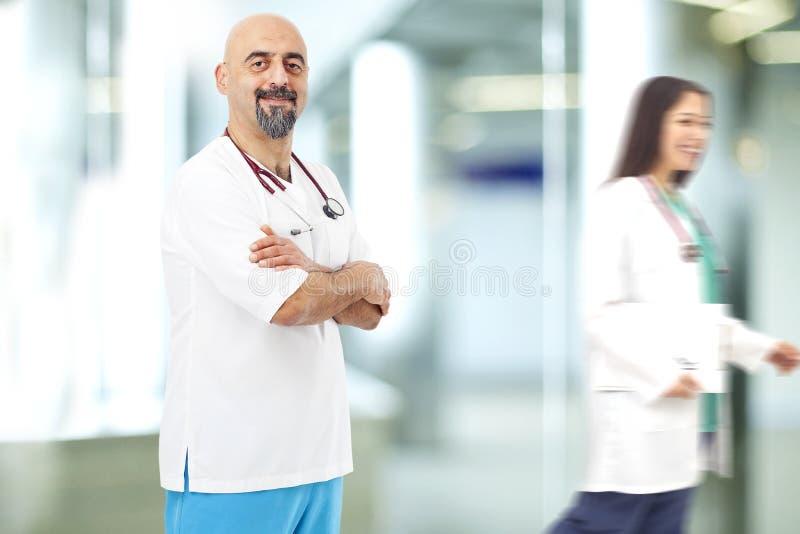 Retrato do doutor no hospital fotos de stock royalty free