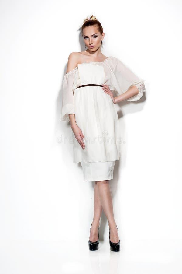Retrato do estúdio da forma da mulher sensual nova. foto de stock