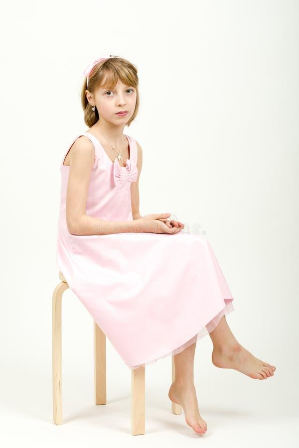 Retrato do estúdio da menina bonita nova fotos de stock royalty free