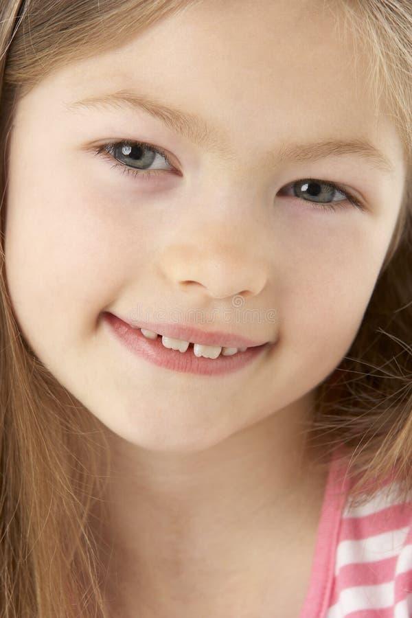 Retrato do estúdio da menina de sorriso imagem de stock royalty free