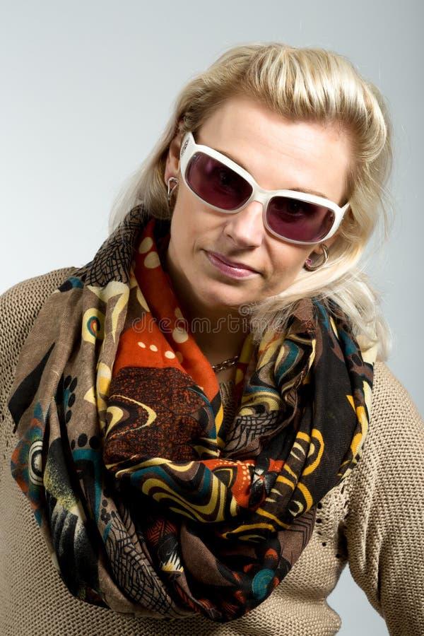 Retrato do estúdio da mulher bonita imagens de stock royalty free
