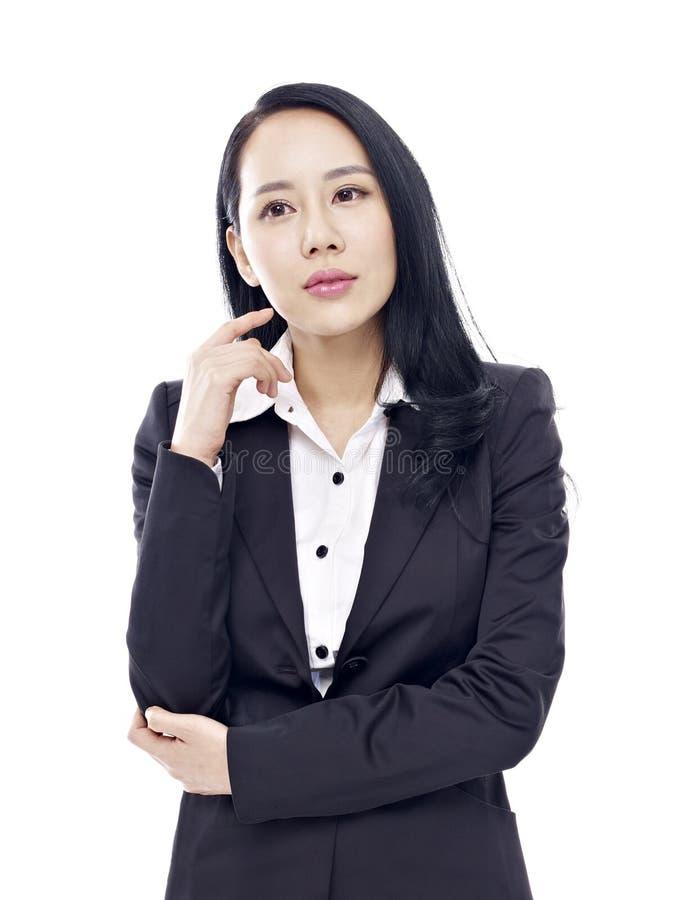 Retrato do estúdio da mulher de negócios asiática imagens de stock royalty free