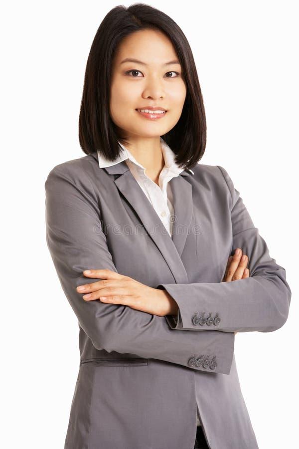 Retrato do estúdio da mulher de negócios chinesa foto de stock royalty free