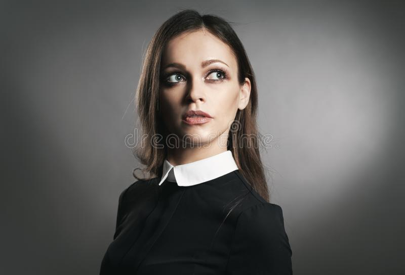 Retrato do estúdio de uma menina bonita imagens de stock royalty free
