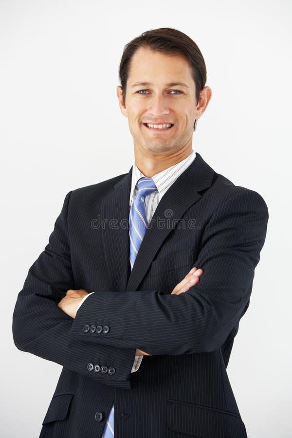 Retrato do estúdio do fundo de Standing Against White do homem de negócios imagem de stock