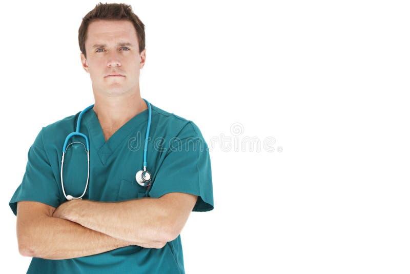 Retrato do estúdio do fundo do doutor Leaning Against White imagem de stock