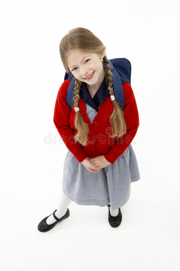 Retrato do estúdio do saco de escola desgastando de sorriso da menina imagens de stock