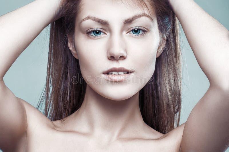 Retrato do estilo do encanto da mulher 'sexy' delicada bonita imagens de stock