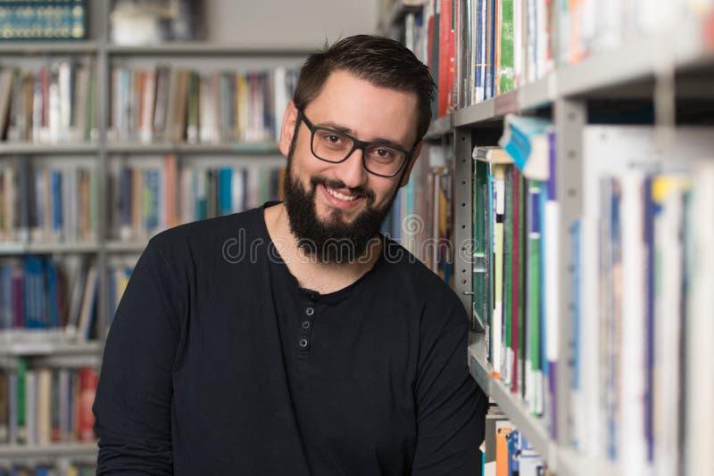 Retrato do estudante caucasiano inteligente imagem de stock