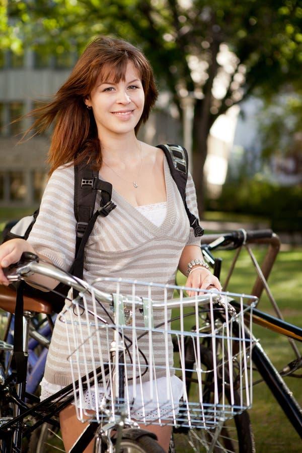 Retrato do estudante com bicicleta imagens de stock royalty free
