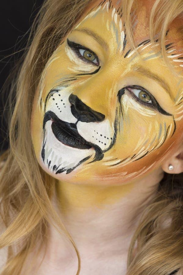 Retrato do faceart da mulher do leão imagens de stock royalty free