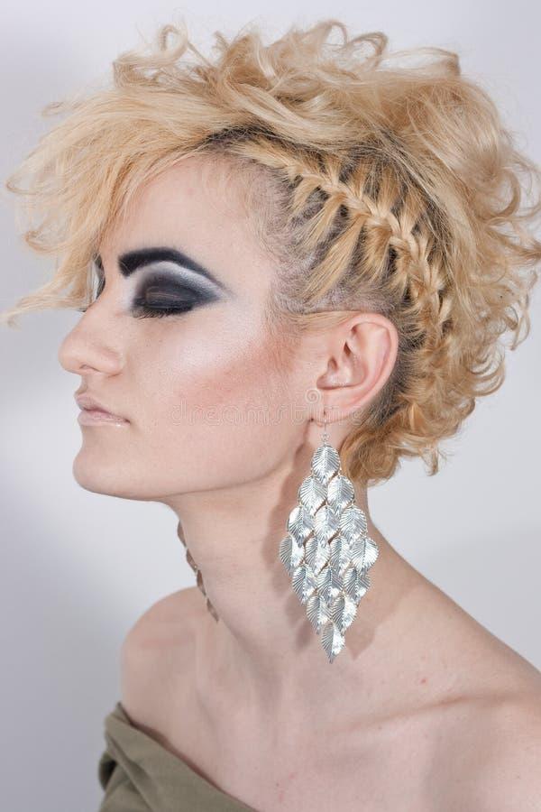 Download Mulher Com Cabelo Louro E Composição Imagem de Stock - Imagem de olhar, face: 29833201