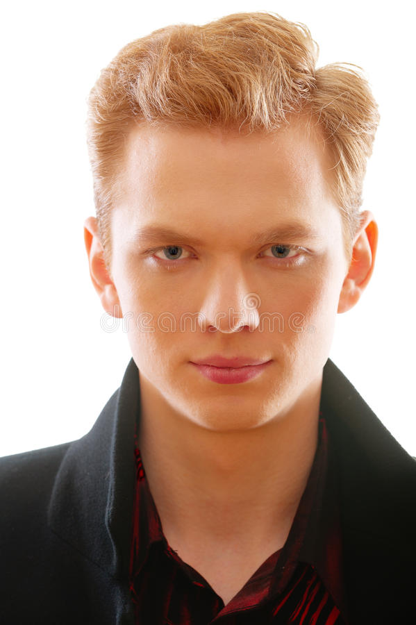 Retrato do fim red-haired novo do homem acima fotografia de stock royalty free