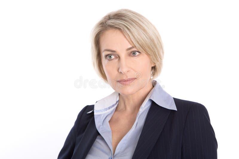 Retrato do gerente maduro louro sério isolado no branco. imagens de stock