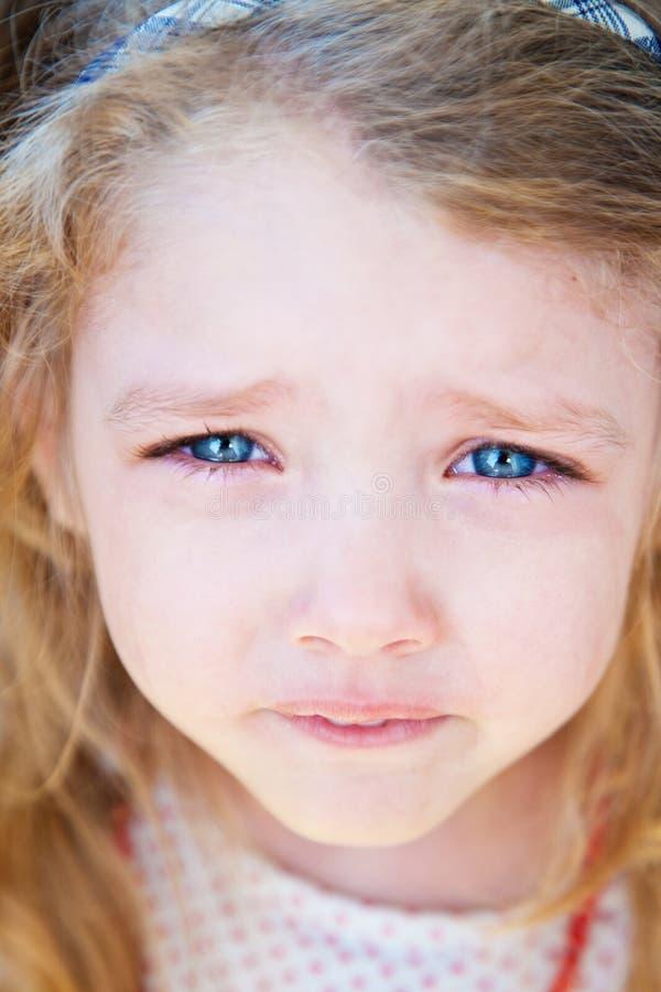 Retrato do grito da menina foto de stock