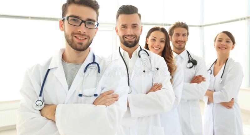 Retrato do grupo de conduzir profissionais médicos fotos de stock royalty free