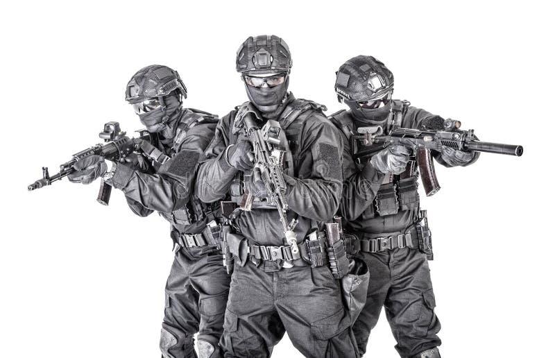 Retrato do grupo de lutadores das forças especiais da polícia imagens de stock
