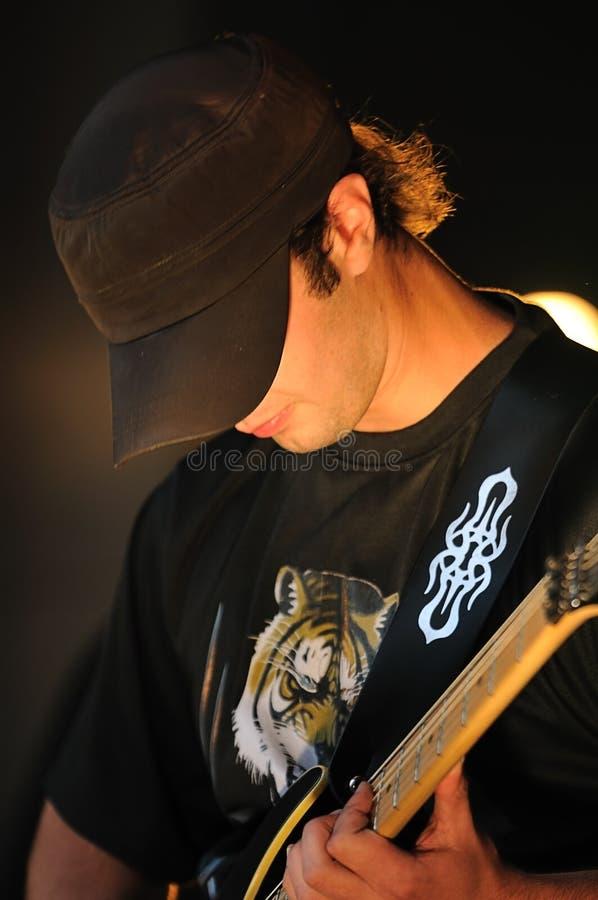 Retrato do guitarrista fotografia de stock royalty free