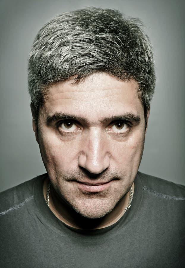 Retrato do homem sério adulto fotografia de stock