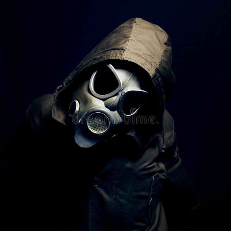 Retrato do homem com máscara de gás fotos de stock royalty free