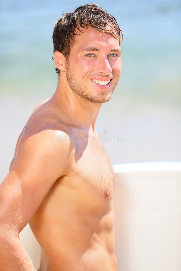 Retrato do homem da praia do surfista imagem de stock royalty free