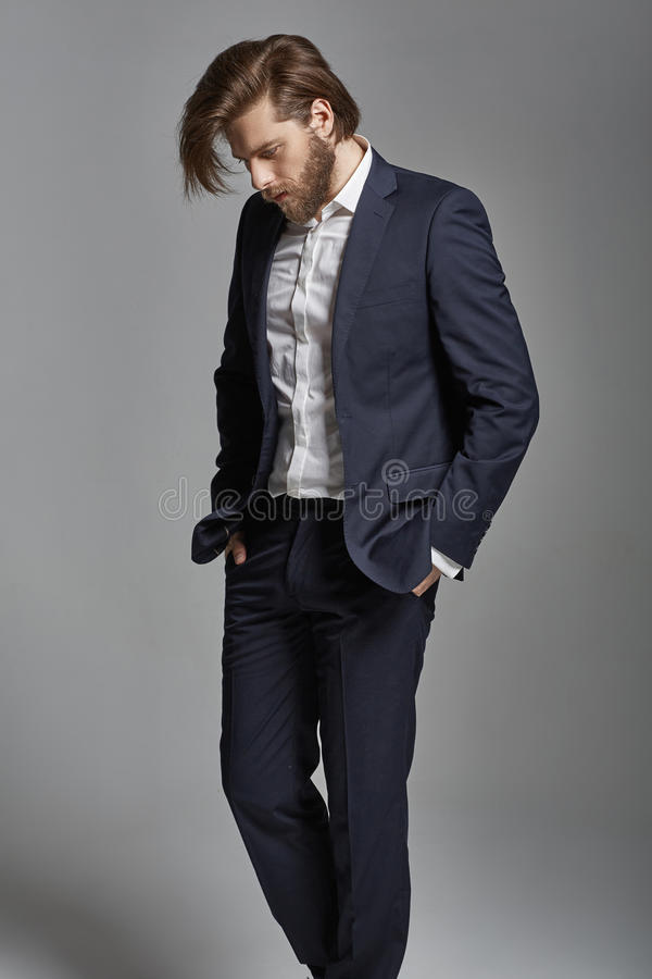 Retrato do homem de negócios à moda considerável novo imagens de stock royalty free