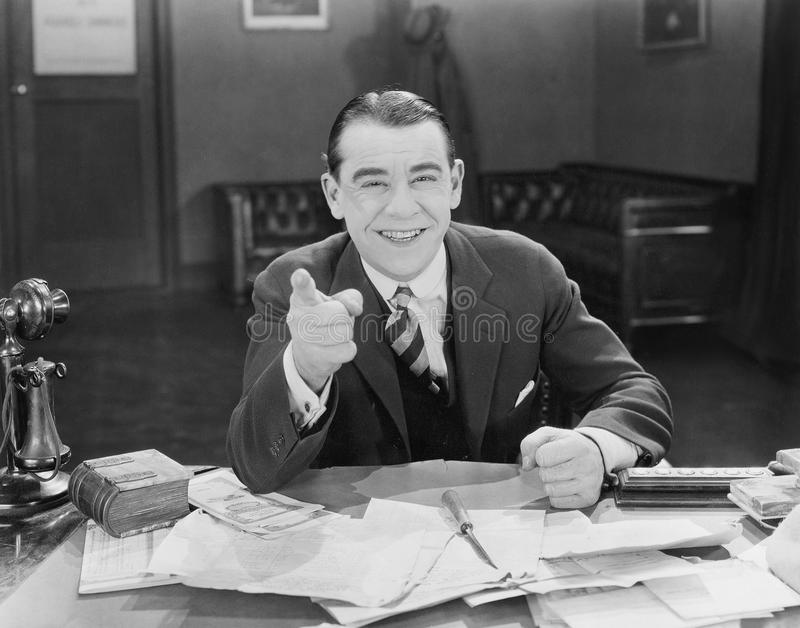 Retrato do homem de negócios amigável feliz (todas as pessoas descritas não são umas vivas mais longo e nenhuma propriedade exist fotografia de stock royalty free