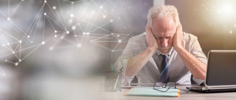Retrato do homem de negócios cansado; efeito da luz fotografia de stock royalty free