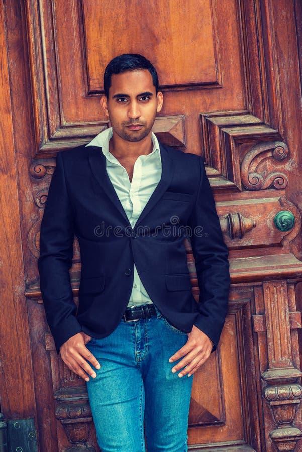 Retrato do homem de negócios considerável novo do americano latino-americano em novo foto de stock royalty free