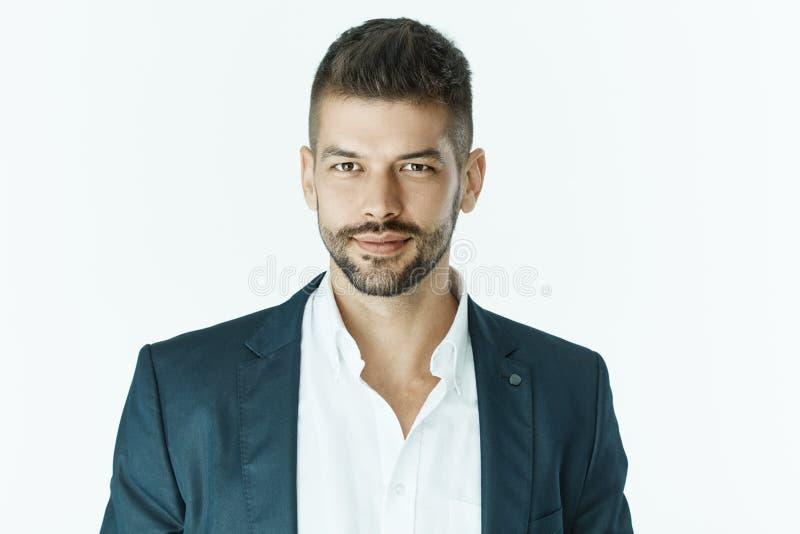 Retrato do homem de negócios de sorriso no terno fotos de stock