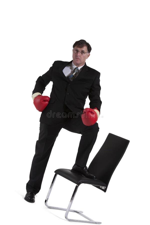 Retrato do homem de negócios maduro With Boxing Glove imagem de stock