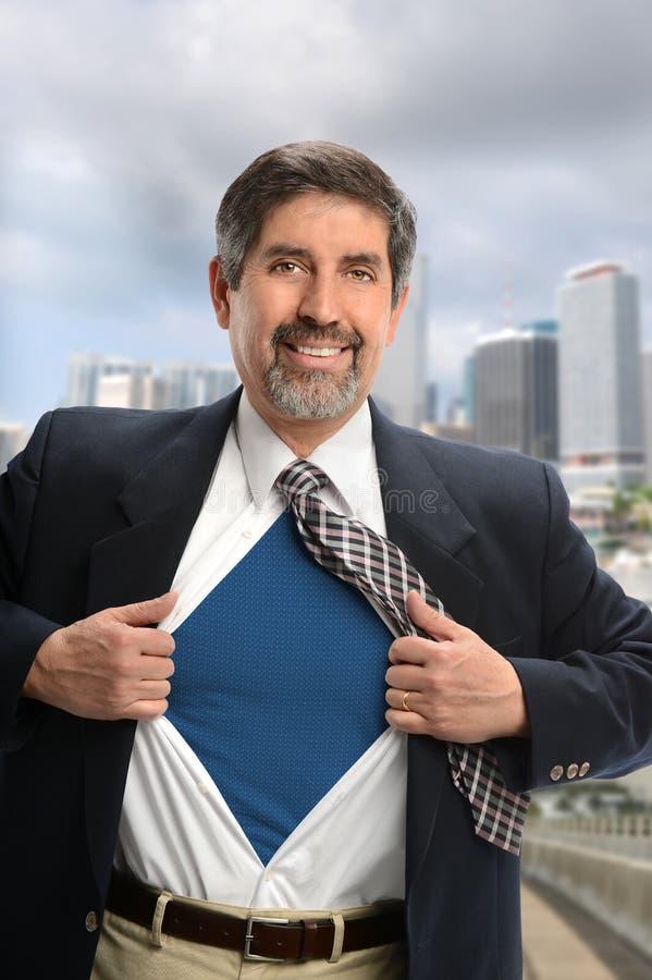 Retrato do homem de negócios super latino-americano foto de stock