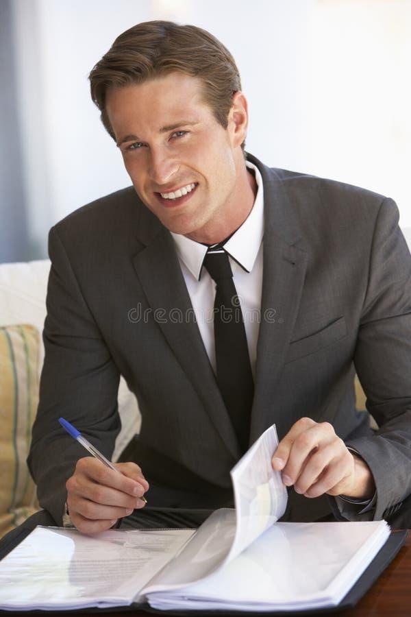 Retrato do homem de negócios Working On Documents fotografia de stock royalty free