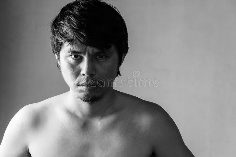 Retrato do homem despido fatigante foto de stock royalty free
