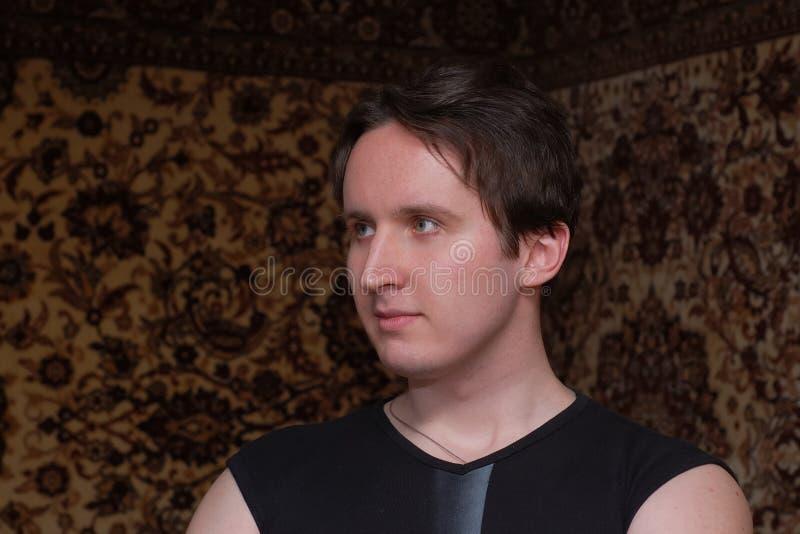 Retrato do homem engra?ado novo imagens de stock